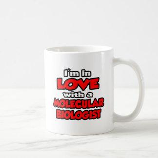 Estoy en amor con un biólogo molecular taza de café
