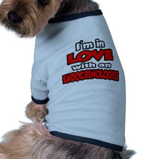 Estoy en amor con un endocrinólogo camiseta de mascota