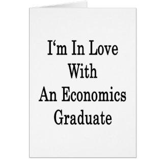 Estoy en amor con un graduado de la economía tarjeta de felicitación