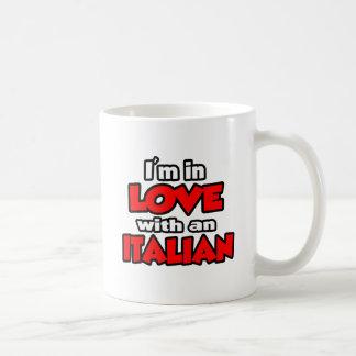 Estoy en amor con un italiano taza