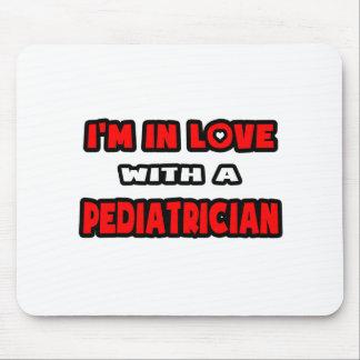 Estoy en amor con un pediatra alfombrillas de ratones