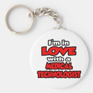 Estoy en amor con un tecnólogo médico llavero redondo tipo pin