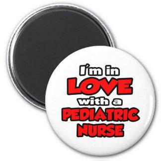 Estoy en amor con una enfermera pediátrica imán redondo 5 cm