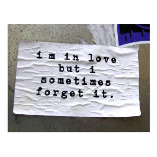 Estoy en amor pero lo olvido a veces postal