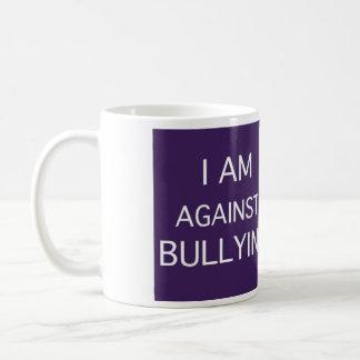 Estoy en contra de tiranizar taza básica blanca