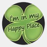 Estoy en mi lugar feliz pegatinas redondas