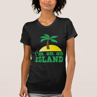 Estoy en una isla camisetas
