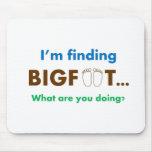 Estoy encontrando Bigfoot.  ¿Qué usted está hacien Tapetes De Raton