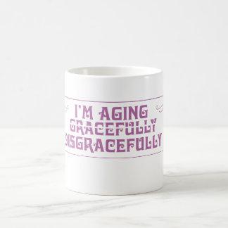 Estoy envejeciendo vergonzosamente taza