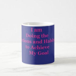 Estoy haciendo los hábitos y las acciones taza de café