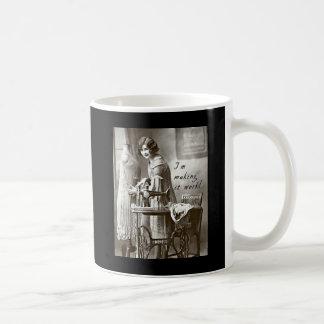 Estoy haciendo que trabaja tazas de café