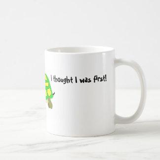 Estoy hasta ahora detrás taza de café