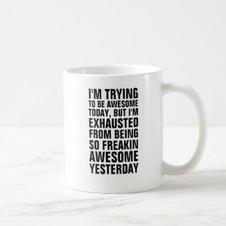 Estoy intentando ser hoy impresionante pero soy f taza básica blanca
