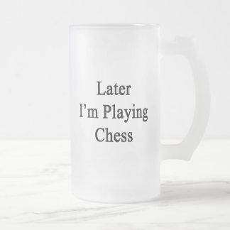 Estoy jugando más adelante a ajedrez taza