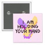 Estoy llevando a cabo su mano (v.2) por Britt Pin Cuadrado