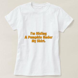 Estoy ocultando una calabaza debajo de mi camisa