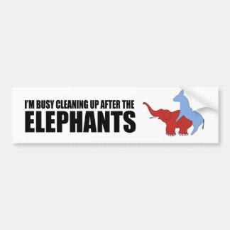 Estoy ocupado el limpiar después de los elefantes pegatina para auto