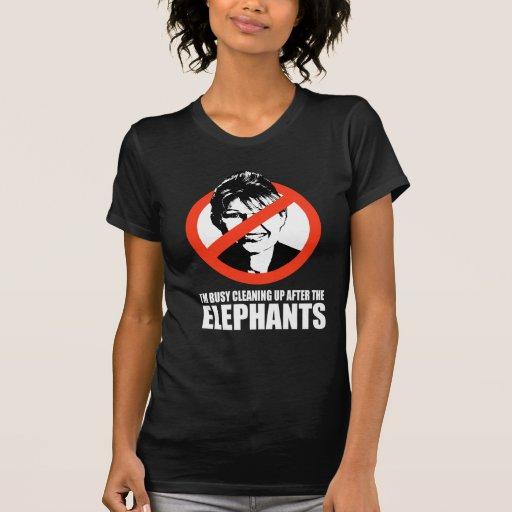 Estoy ocupado el limpiar después de los elefantes camisetas