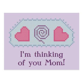 ¡Estoy pensando en usted mamá! Postal espiral de l