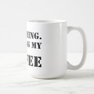 Estoy permaneciendo.  Acabado de mi café Taza Básica Blanca