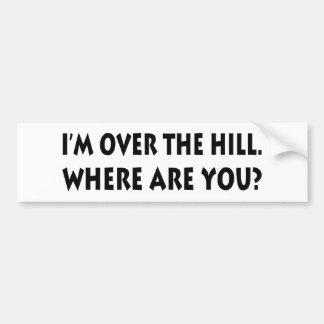 Estoy sobre la colina.  ¿Dónde está usted? Pegatina De Parachoque