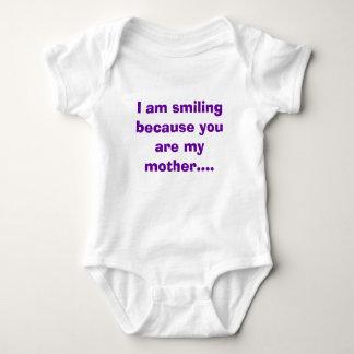 Estoy sonriendo porque usted es mi madre…. playeras