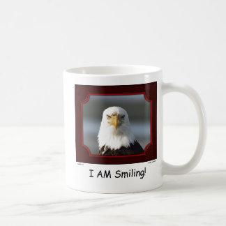 """Estoy sonriendo!"" Taza de Eagle calvo"