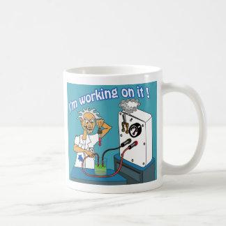 Estoy trabajando en él 02 taza de café