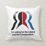 Estoy votando por el liberal y el conservador cojin