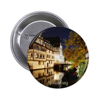 Estrasburgo en la noche pin redondo de 2 pulgadas