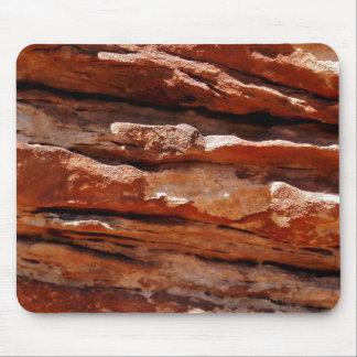 Estratos rojos de la roca tapete de ratones