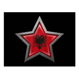 Estrella albanesa de la bandera en negro postal
