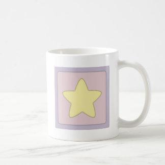 Estrella amarilla caprichosa taza clásica
