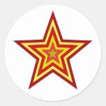Estrella amarilla roja etiqueta redonda