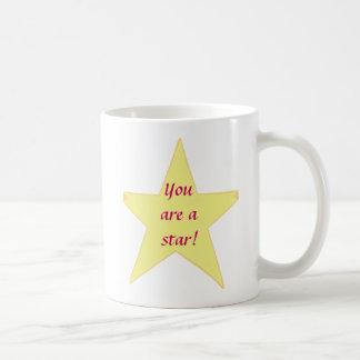 Estrella amarilla usted es tazas de un personaliz
