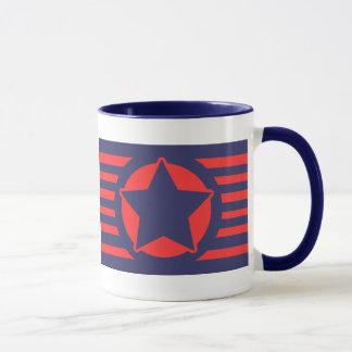Estrella azul en rayas rojas y azules taza