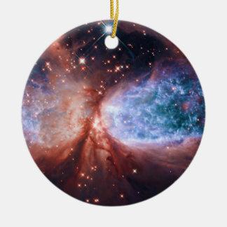Estrella bipolar que forma la nebulosa de adorno redondo de cerámica