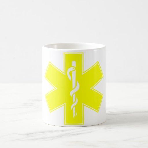 Estrella blanca amarillo-naranja roja de la taza