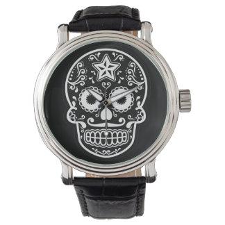 Estrella blanco y negro del cráneo del azúcar relojes de pulsera