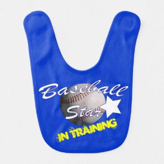 Estrella de béisbol en el entrenamiento babero para bebé