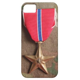 Estrella de bronce en el caso del iPhone 5 del Funda Para iPhone 5 Barely There