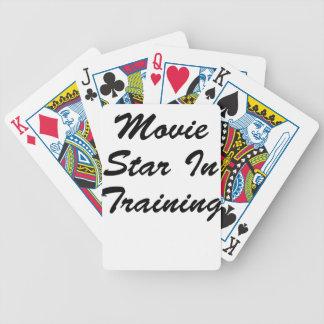 Estrella de cine en el entrenamiento baraja de cartas