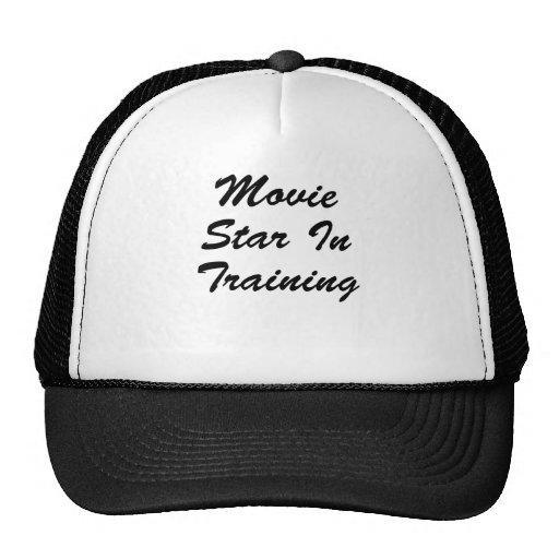 Estrella de cine en el entrenamiento gorro