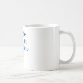Estrella de cine en el entrenamiento tazas de café