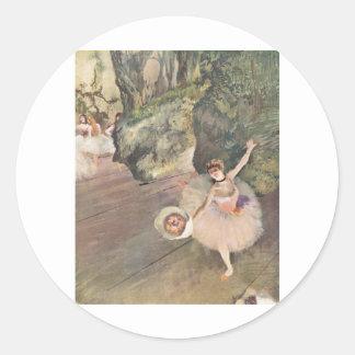 Estrella de Edgar Degas del ballet con el pastel Etiquetas Redondas
