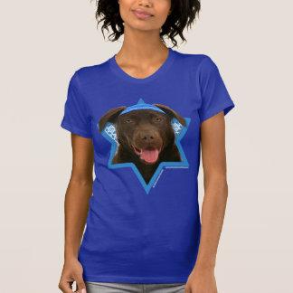 Estrella de Jánuca de David - chocolate Labrador Camisetas