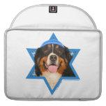 Estrella de Jánuca del perro de David - de montaña Funda Para Macbook Pro