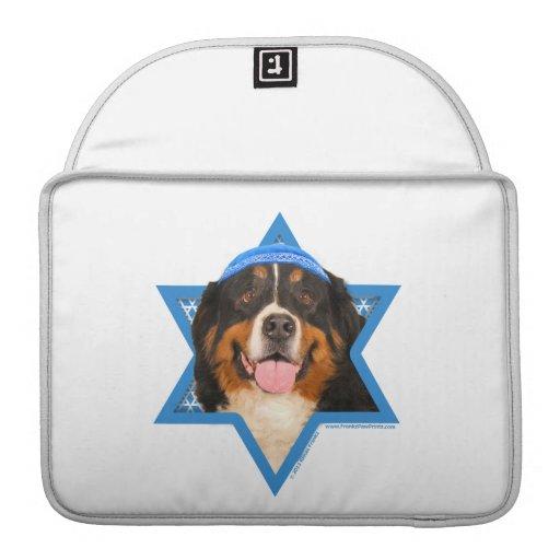 Estrella de Jánuca del perro de David - de montaña Fundas Para Macbooks