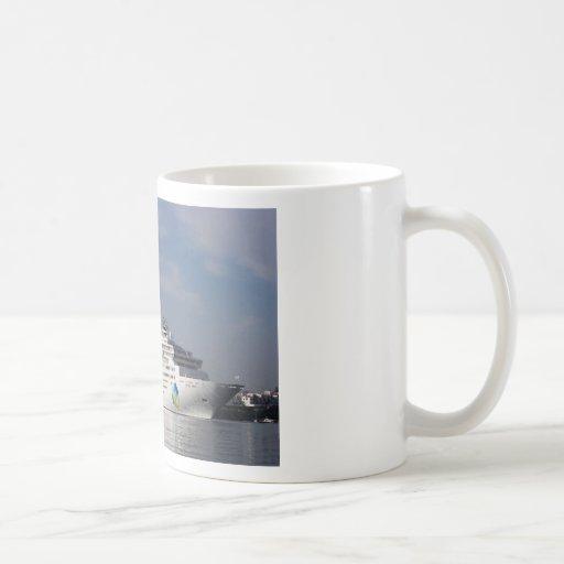 Estrella de la isla del trazador de líneas de la t taza básica blanca
