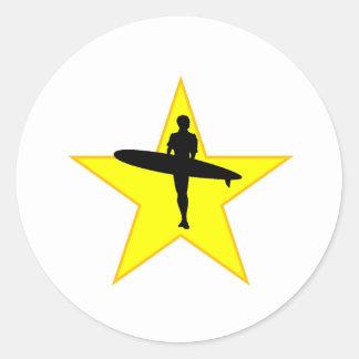 Estrella de la silueta de la persona que practica pegatinas redondas